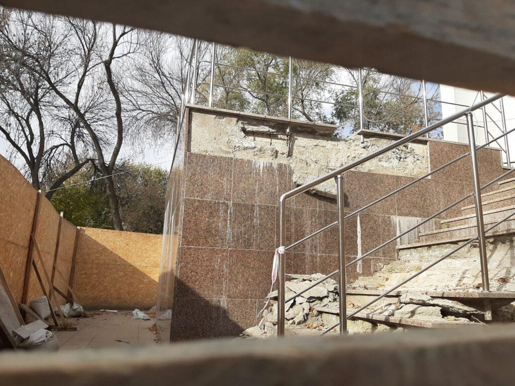 ремонт стелы на юных пионеров