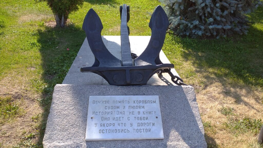 Якорь-памятник